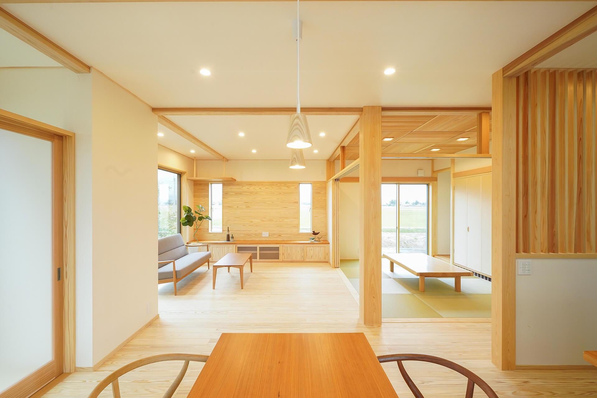 心地良い距離感で暮らす自然素材の「二世帯住宅」
