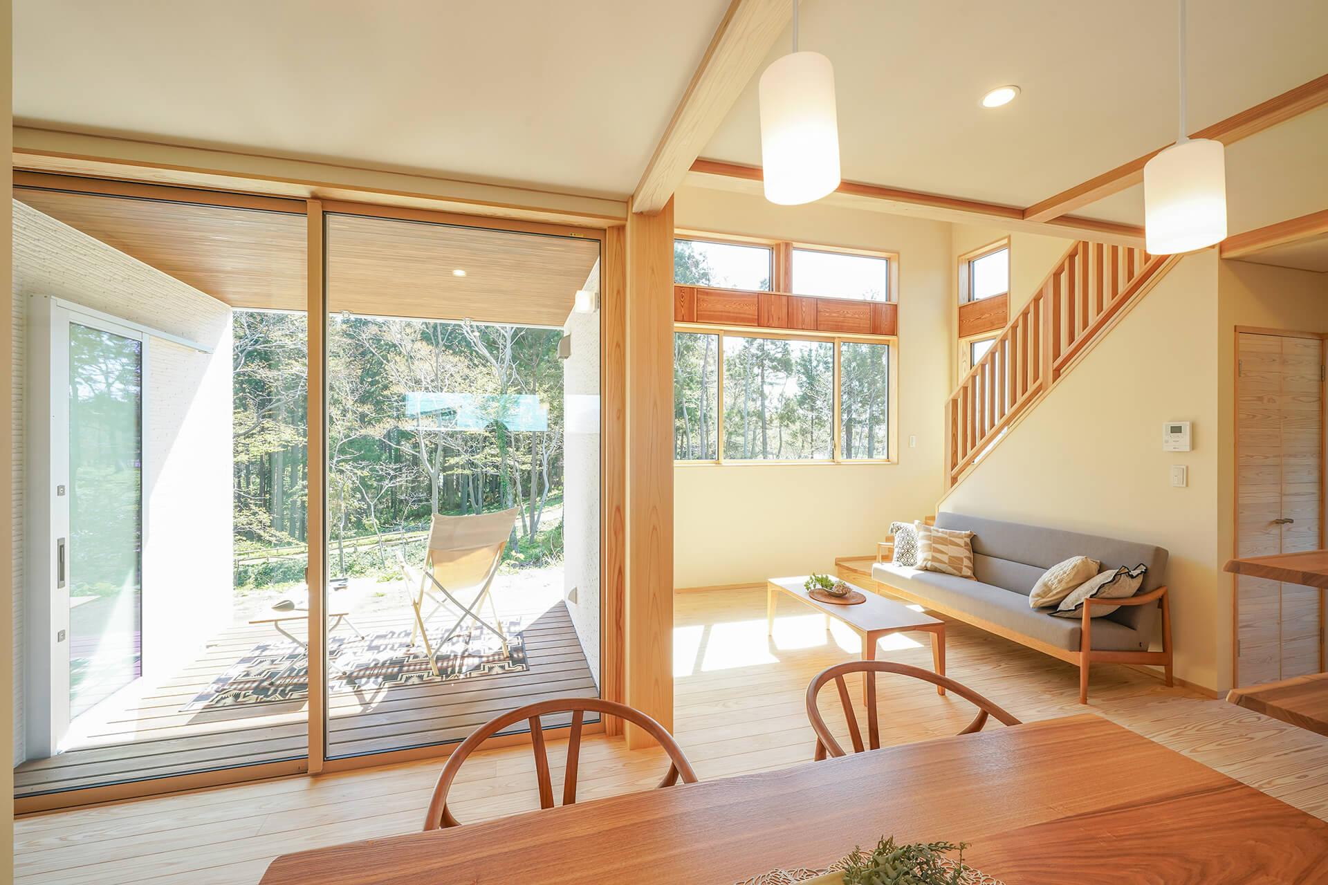 四季折々の借景と吹抜けを愉しむ二世帯住宅